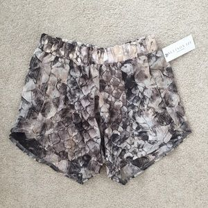 NWT elastic shorts with pockets